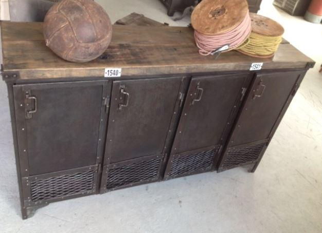 Buffet industriel compos de 4 portes grillag es et d 39 un for L or du temps meuble industriel