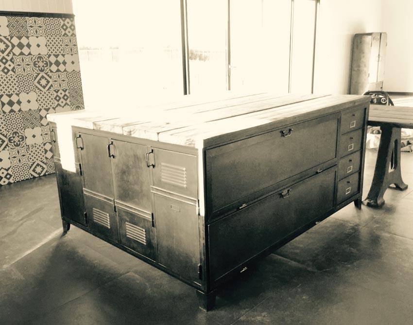 Meubles de rangement industriel m tal bois for Meuble cuisine en metal